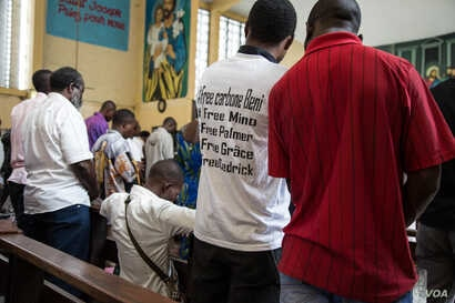 At a special church service to commemorate those who have died in pro-democracy demonstrations, a young man wears a t-shirt bearing the names of people still in detention. (C. Oduah/VOA)