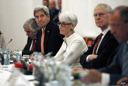 U.S. Secretary of State John Kerry, second from left, meets with foreign ministers and delegations from Germany, France, China, Britain, Russia and the European Union at a hotel in Vienna, Austria, July 13, 2015.
