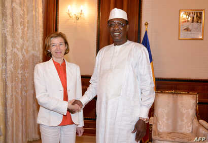 Chad's President Idriss Deby Itno (R) shakes hands with France Minister of Army Forces Florence Parly before their meeting at the presiedential palace in N'Djamena, Chad, July 31, 2017.