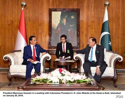 Pakistan President Mamnoon Hussain in a meeting with Indonesian President Ir. H. Joko Widodo at the Aiwan-e-Sadr, Islamabad on Jan. 26, 2018. (Pakistan Press Information Dept.)