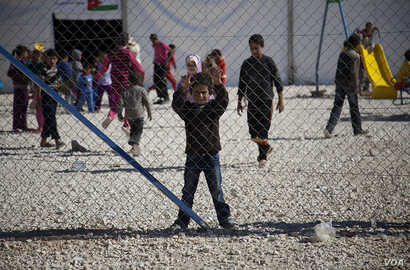 Children play at the Za'tari refugee camp on the Jordan-Syria border, November 15, 2012. (Y. Weeks/VOA)