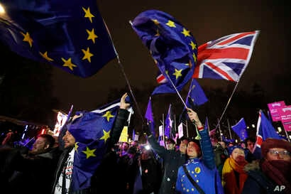 Anti-Brexit demonstrators react after the results of the vote on British Prime Minister Theresa May's Brexit deal were announced in Parliament square in London, Jan. 15, 2019.