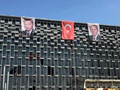 In a sign of growing power, Turkish President Recep Tayyip Erdogan's portrait replaces that of Mustafa Kemal Ataturk, the revered founder of modern Turkey, on a public building. (L. Ramirez/VOA)