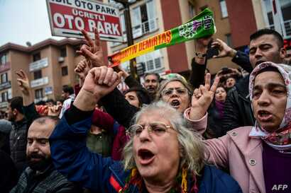 People gather outside Bakirkoy courthouse in Istanbul, Jan. 12, 2018, in support of the jailed co-chair of the Peoples' Democratic Party (HDP).