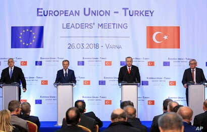 From left to right, Bulgaria's Prime Minister Boyko Borisov, European Council President Donald Tusk, Turkey's President Recep Tayyip Erdogan and head of the European Commission Jean-Claude Juncker, attend a joint news conference on the conclusion of ...