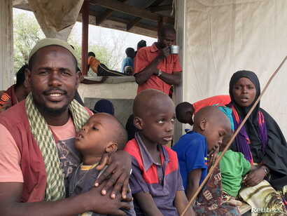 A Somali family waits to board a bus that will take them back home to Somalia from the Dadaab refugee camp in a voluntary repatriation programme, in Kenya, Jan. 21, 2016.