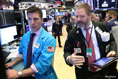 Traders work on the floor of the New York Stock Exchange (NYSE) in New York, Jan. 28, 2019.