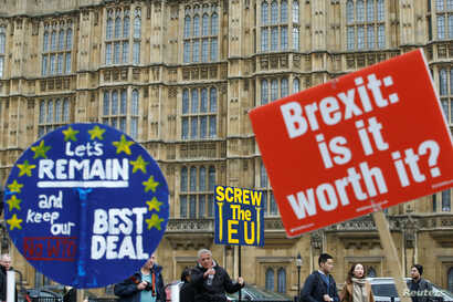 Pro-Brexit and anti-Brexit protesters are pictured outside the Houses of Parliament in London, Britain, March 27, 2019.
