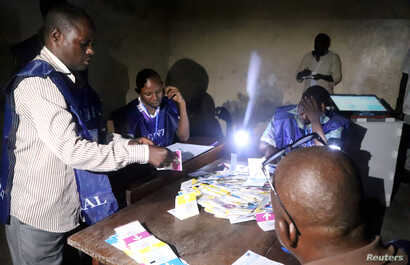 Officials of Congo's National Independent Electoral Commission (CENI) count cast ballots at a polling station in Kinshasa, Democratic Republic of Congo, Dec. 30, 2018.