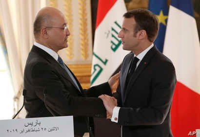 French president Emmanuel Macron, right, shakes hands with Iraqi President Barham Saleh after a press conference at the Elysee Palace in Paris, Feb. 25, 2019. Saleh is on a two-day visit to France.