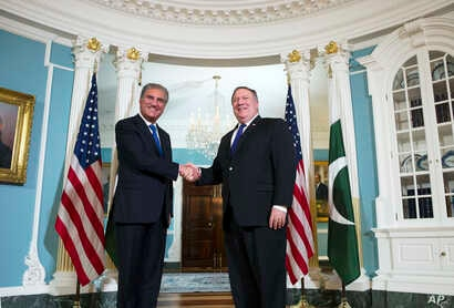 Secretary of State Mike Pompeo, right, meets Pakistani Foreign Minister Shah Mahmood Qureshi at the State Department in Washington, Oct. 2, 2018.