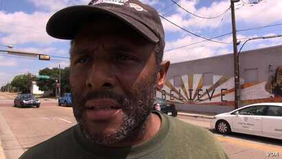 South Dallas homeless man Byron Evans says police have treated him disrespectfully, but he says the shootings of police and of African-Americans are both wrong. (M. O'Sullivan/VOA)