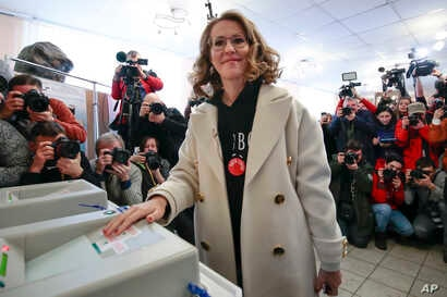Russian Presidential candidate Ksenia Sobchak casts her ballot for the Russian presidential election, in Moscow, Russia, Sunday, March 18, 2018.