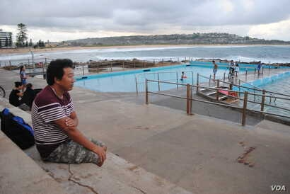 Pasang Tsering had never seen the ocean before emigrating to Australia. Now he teaches swimming to Tibetans in Sydney. (Amy Yee for VOA News)