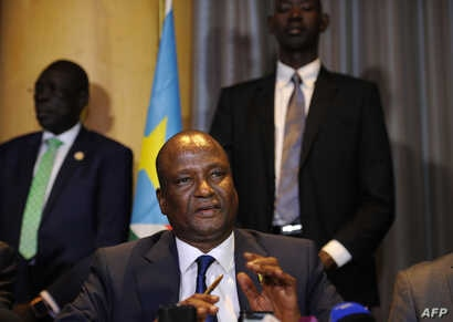 Newly appointed South Sudan first vice president, Taban Deng Gai (C) speaks during a press conference on August 17, 2016 in Nairobi, Kenya.