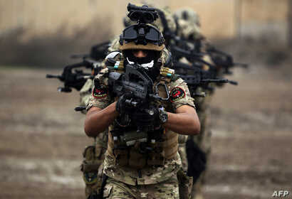 """Members of Iraq's Rapid Response military unit take part in a """"counter-terrorism"""" training at a military base inside Baghdad International Airport on December 4, 2018."""