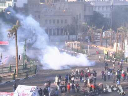 Egyptians continue anti-Morsi protests Wednesday in Tahrir Square