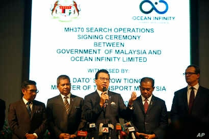 Malaysian Minister of Transport Liow Tiong Lai, center, speaks at a press conference during MH370 missing plane search operations signing ceremony between the government of Malaysia and the Ocean Infinity Limited in Putrajaya, Malaysia, Jan. 10, 2018...