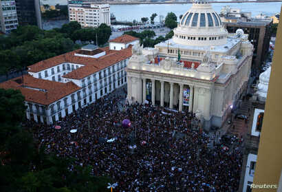 Thousands of people gather to mourn Rio de Janeiro's city councillor Marielle Franco, 38, who was shot dead, outside State Assembly in Rio de Janeiro, Brazil, March 15, 2018.