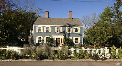 A home built in the colonial style in New Castle, New Hampshire. (Photo by Carol Highsmith)