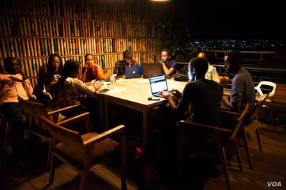 A group of Rwandese writers, filmmakers and other content creators meet at a cafe in Kigali. (C. Oduah for VOA)