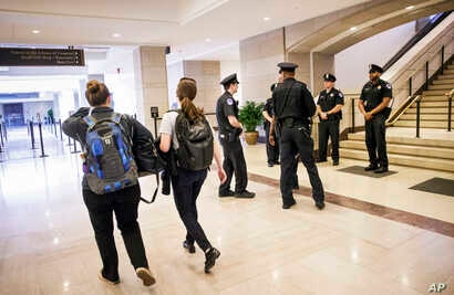 Capitol Police secure the Capitol Visitor's Center on Capitol Hill in Washington, March 28, 2016,  which was closed to tourists after a report of a shooting.