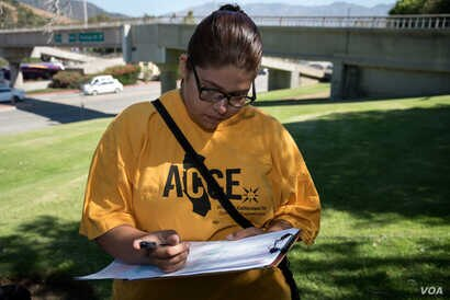 Yadira Martinez,18, signed up as a voter in Glendale, California, at the start of the Million Voters Project, an effort by community organizations to register young and minority voters, July 19, 2016. (Credit: Ronen Tivony)