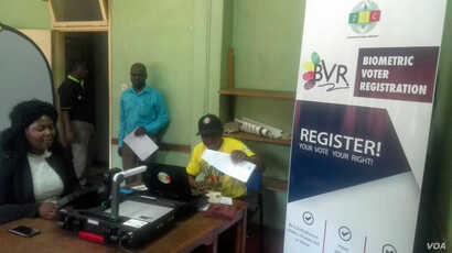 Zimbabwe Electoral commission registering people in the four-month biometric registration exercise for 2018 elections (S. Mhofu/Sept. 2017)