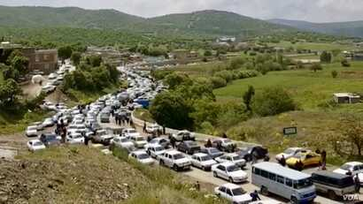 Iranian Kurds from the northwestern city of Baneh drive to a nearby mosque, May 4, 2018, for Friday prayers led by an imam who supports their 20-day-old protest.