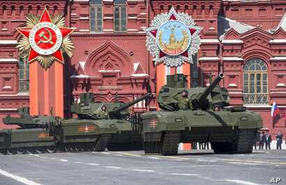 New Russian Armata tanks roll during the Victory Parade marking the 70th anniversary of the defeat of the Nazis in World War II, in Red Square in Moscow, May 9, 2015.