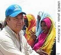 U.N. High Commissioner for Refugees Antonio Guterres at camp for Darfur refugees <br>