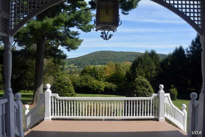 The Marsh-Billings-Rockefeller Mansion, built in 1805, has been enlarged and remodeled by its series of owners, but the spectacular views from its porch remain.