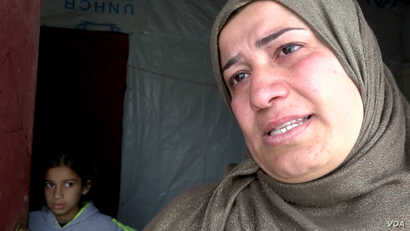 Khalisa Sabri Ali weeps as she talks about her son, the sole breadwinner in her family of seven (VOA).
