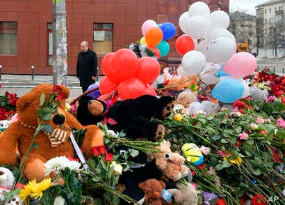 Russian President Vladimir Putin visits a memorial made for the victims of a fire in a multi-story shopping center in the Siberian city of Kemerovo, about 3,000 kilometers (1,900 miles) east of Moscow, Russia, March 27, 2018.