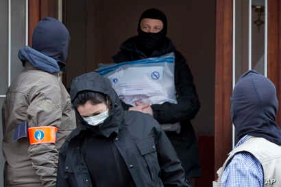 Belgium police leave after an investigation in a house in the Anderlecht neighborhood in Brussels, Belgium, March 23, 2016, one day after Tuesday's deadly suicide attacks on the Brussels airport and its subway system.