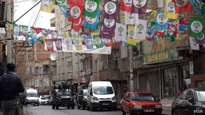 In Diyarbakir like across Turkey's predominantly Kurdish southeast, there is a strong security presence since the collapse of a peace process with the Kurdish separatist group the PKK. (DJones/VOA)