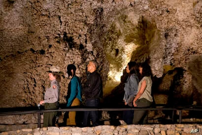 A member of the National Park Service, left, leads Malia Obama, President Barack Obama, first lady Michelle Obama and Sasha Obama on a tour of Carlsbad Caverns in Carlsbad Caverns National Park, Carlsbad, N.M., June 17, 2016.