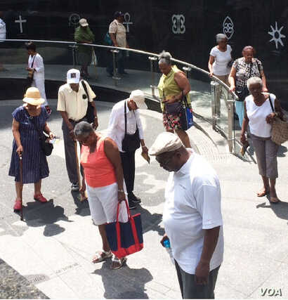New Yorkers and tourists visit the African Burial Ground National Monument in New York City. (Credit: Adam Phillips)