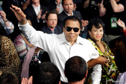 Boxing legend Muhammad Ali stands with his wife Yolanda as he is introduced before the welterweight fight between Floyd Mayweather Jr. and Shane Mosley at the MGM Grand Garden Arena in Las Vegas, Nevada in this May 1, 2010 file photo.