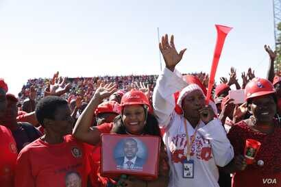 Members of the Movement for Democratic Change November 10, 2018 in Marondera district about 80 km east of Harare following an address by its leader Nelson Chamisa.