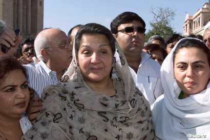 Kulsoom Nawaz, wife of barred Nawaz Sharif, is shown Oct. 30, 2000. Nawaz, who is being treated for throat cancer in London, won the recent by-election by 14,000 votes.