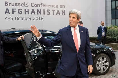 U.S. Secretary of State John Kerry arrives for a Conference on Afghanistan in Brussels, Oct. 5, 2016. The two-day conference, hosted by the EU, will have the participation of over 70 countries to discuss the current situation in Afghanistan.
