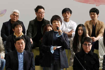 South Korean singer Choi Jin-hee, center, speaks before leaving for North Korea at the Gimpo International Airport in Seoul, South Korea, March 31, 2018. A South Korean artistic group including some of the country's biggest pop singers has departed f...