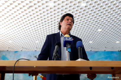 Jerry Dias, head of Canada's private sector union Unifor, speaks to journalists at a news conference during the seventh round of NAFTA talks in Mexico City, March 3, 2018.