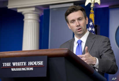 White House press secretary Josh Earnest speaks during the daily news briefing at the White House in Washington, Sept. 15, 2014.