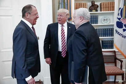 U.S. President Donald Trump meets with Russian Foreign Minister Sergey Lavrov, left, next to Russian Ambassador to the U.S. Sergei Kislyak at the White House in Washington, May 10, 2017. (Russian Foreign Ministry photo via AP)