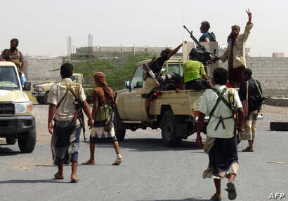 Yemeni pro-government forces gather on the eastern outskirts of Hodeida as they continue their battle to wrestle control of the city from Houthi rebels, Nov. 10, 2018.