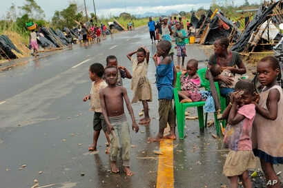 Survivors of Cyclone Idai in a makeshift shelter by the roadside near Nhamatanda about 50 kilometres from Beira, in Mozambique, March, 22, 2019.