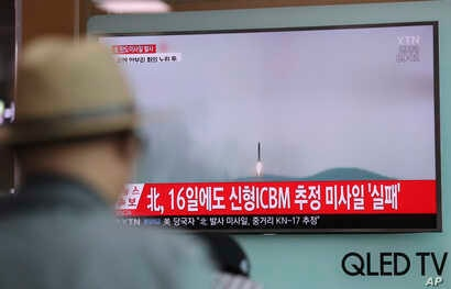 A man watches a TV news program reporting about North Korea's missile firing with a file footage, at Seoul Train Station in Seoul, South Korea, April 29, 2017.