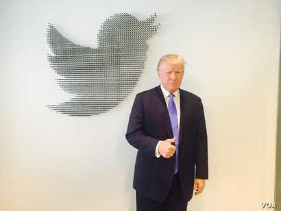 Presidential hopeful, Donald Trump, gets ready for a question and answer session on Twitter. (@realdonaldtrump)